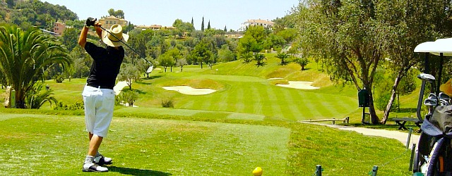 Enjoy a game of golf in San Pedro de Alcantara